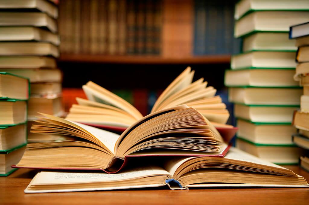 """برخی از سبکها به جای """"مراجع"""" از اصطلاح """"کتابشناختی"""" استفاده میکنند."""