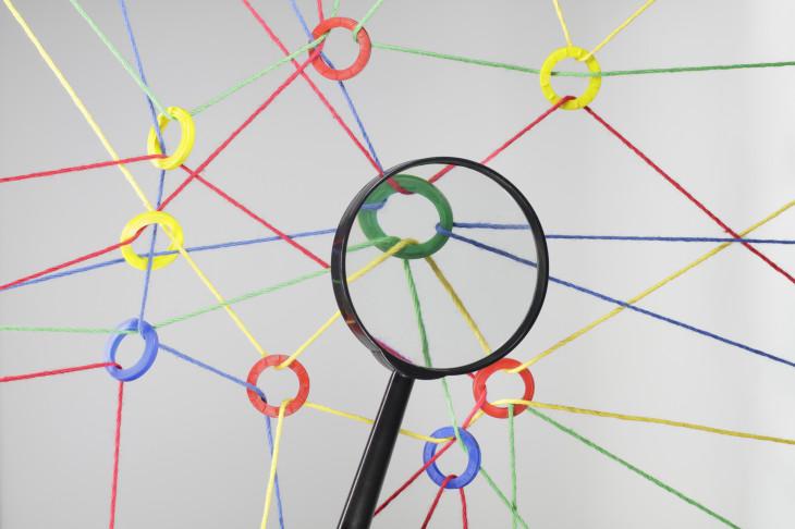 تحلیل استنادی یک سند را به سند دیگر پیوند میزند تا ویژگیهای اسناد را آشکار سازد.
