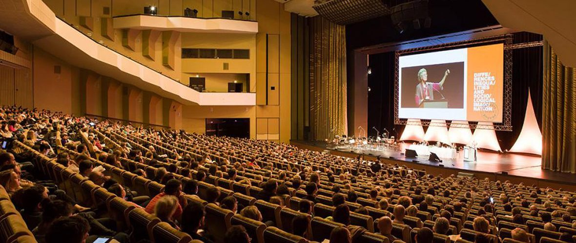 سالانه کنفرانسها و کارگاههای آموزشی متععدی توسط شرکت الزویر در سرار جهان برگزار میگردد.