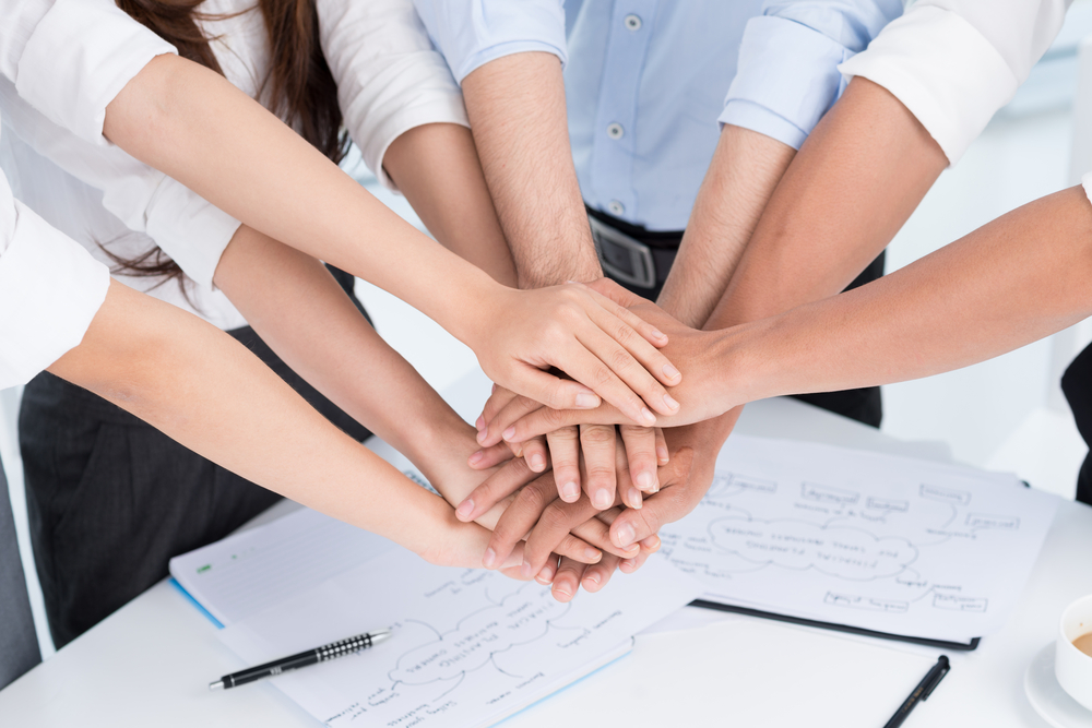 خود استنادی سازمانی بین افراد حاضر در یک سازمان اتفاق میافتد.