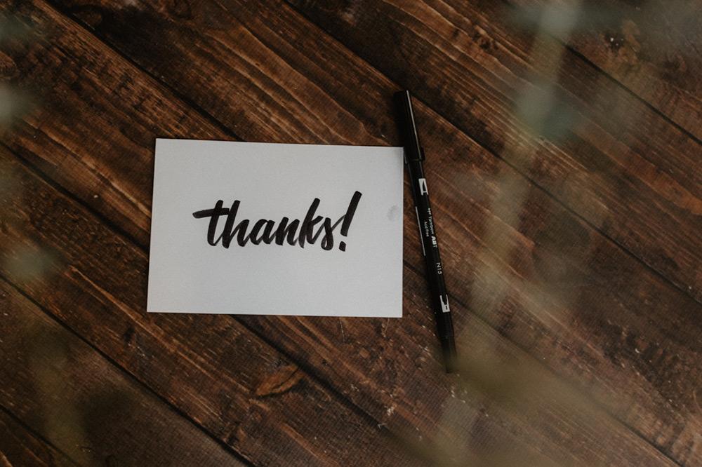 صفحه سپاسگزاری از جمله بخشهای اختیاری پایان نامه است که دانشجو میتواند در این بخش از کسانی که او را در نگارش پایان نامه یاری کردهاند، تشکر کند.